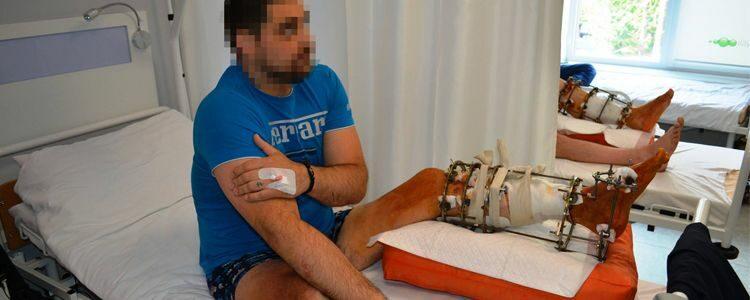 Віктор відновлюється після операції на гомілці