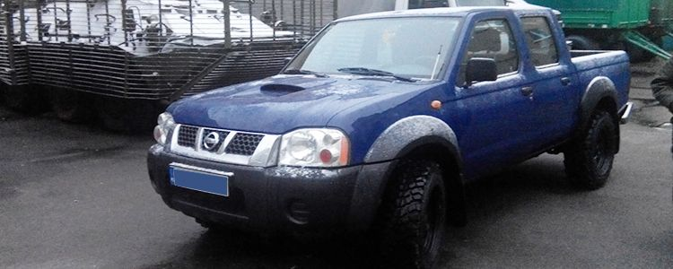 Позашляховик пікап Nissan NАVARА з новою технікою поїхав на позиції батальйону ім. Кульчицького