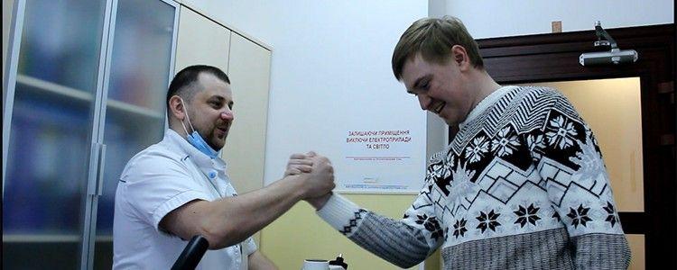 Апарат для відновлення руху поранених бійців вже в клініці!