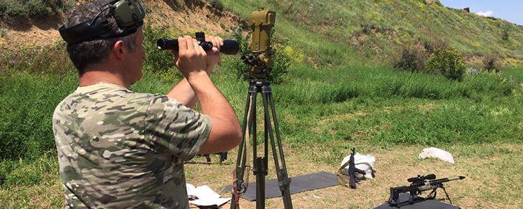 """Снайперу батальйону """"Донбас"""" передали приціл Bushnell"""