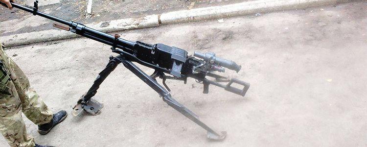 Ukrainian soldiers capture Russian machine gun at Dokuchaevsk