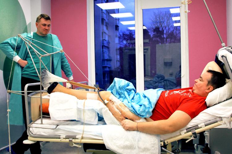 Українці Канади допомогли у лікуванні тяжкопораненого бійця | People's project