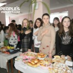Школьники на Днепропетровщине провели ярмарку и собрали средства для тяжелораненого бойца. ВИДЕО+ФОТО