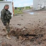 Мощный обстрел промзоны Авдеевки: волонтеры показали кадры из самой горячей точки на Донбассе (видео)