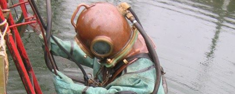 """It was full of trash and steampunk!"" Military diver on old army gear"