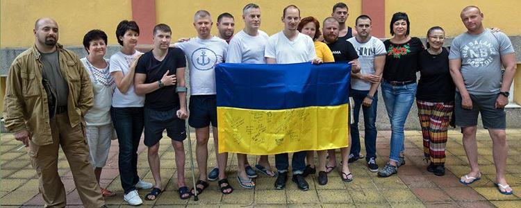 Спільними силами: поранені бійці повернулися до України