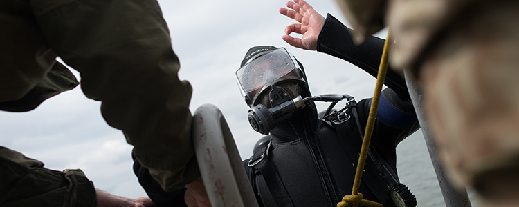 The School of Military Divers takes on the Special Forces divers' backing