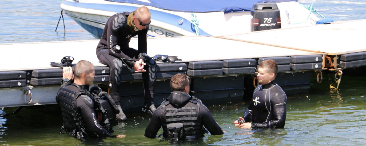 Volunteers teach special ops divers to fight against infiltrators