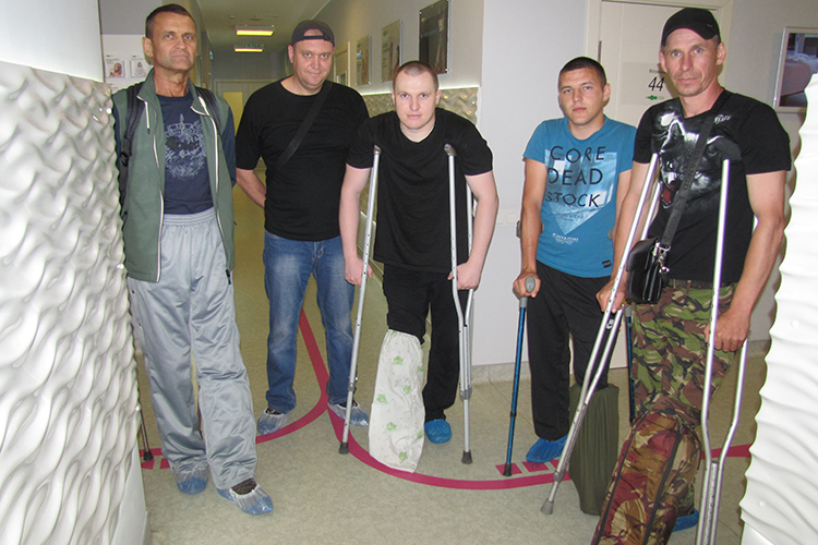 Petro's bone is fusing up! Paratrooper arrives for post-surgical check up | People's project