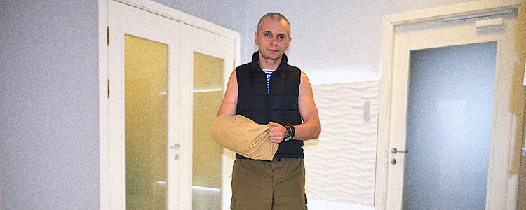 Medics restore fighter's nearly torn off arm within volunteer project