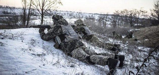 На фронті поранено українського військового