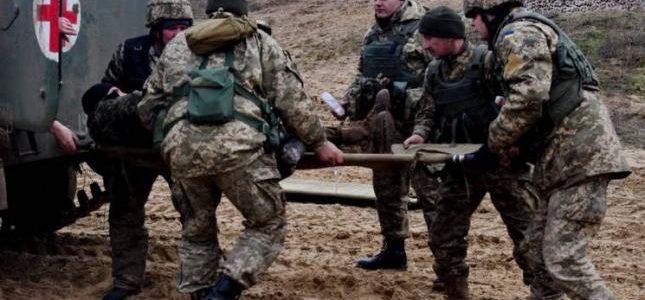 Троє військових отримали поранення у боях