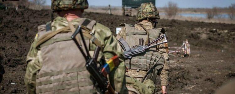 Росіяни знов стріляють з-за спин мирних людей. Є поранені