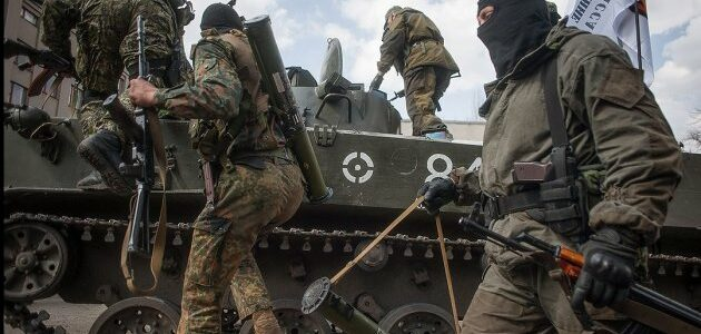 """Бойовики зігнали танки з """"Рапірами"""" до лінії фронту"""