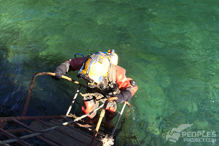 Military divers fix combat ship damage at sea | People's project