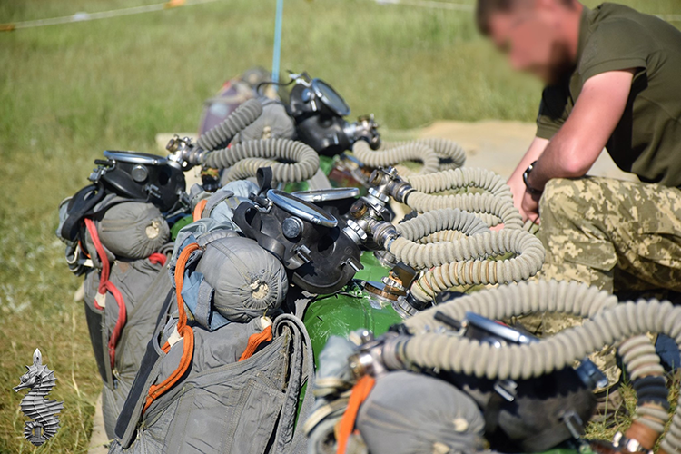 Navy SEALS conduct spectacular drills. PHOTO   People's project