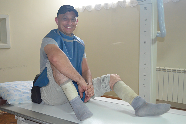 Не відрізали: майже безнадійний колись боєць прийшов на огляд на власних ногах | People's project
