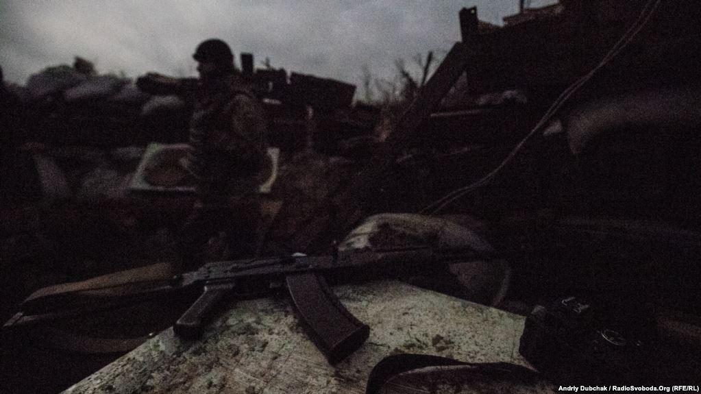 Вночі кількість військових в дозорах та на бойових позиціях зазвичай збільшується. Та й бойові зіткнення зазвичай відбуваються у темну пору доби